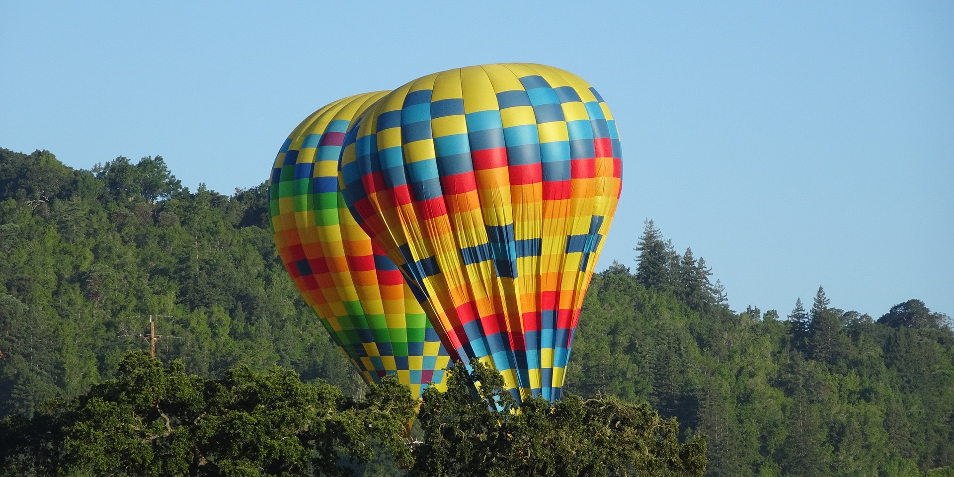 hot-air-balloon-2456522_1920.jpg