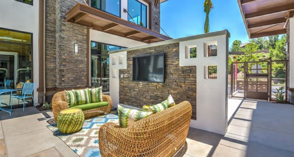 Metro Gateway Apartments - Riverside CA - By MBK
