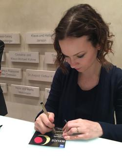 Firma autografos Hilary Han en Baden Baden 2017