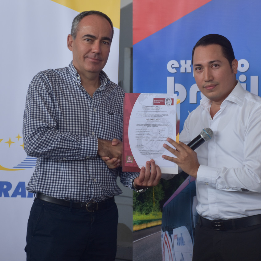 Brasilia_entrega_de_certificación_(21)