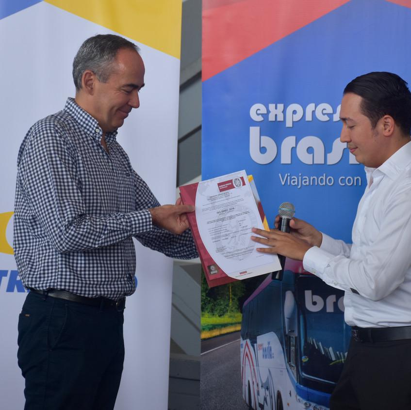 Brasilia_entrega_de_certificación_(20)