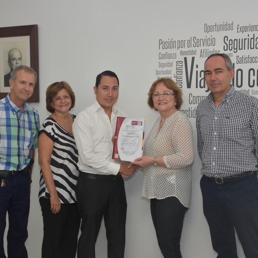 Brasilia_entrega_de_certificación_(5)