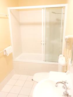 Bathroom 2_edited