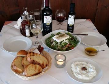 Abendessen in der Milonas Taverne