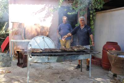 Our grill-master Giorgos, together with Manolis!