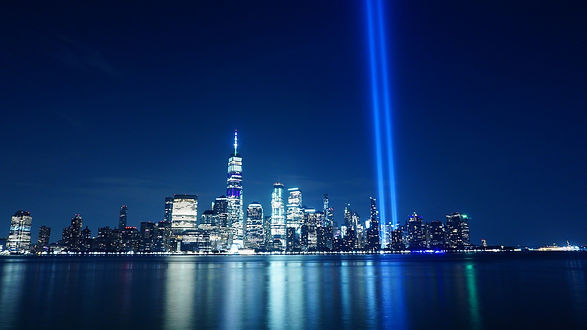 tribute-in-light-4470709_1920.jpg