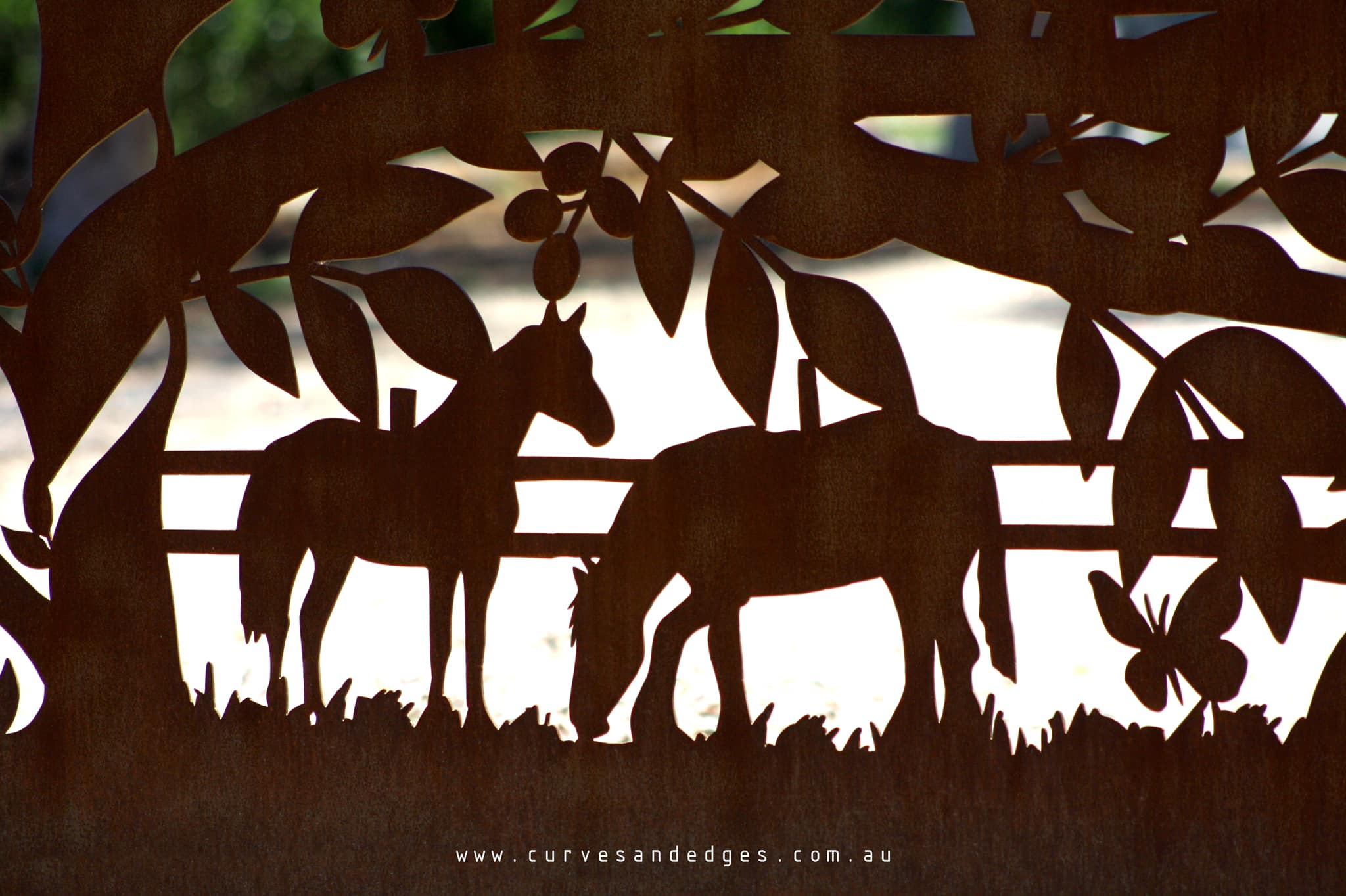 metal tree gate Curves and Edges - Artis