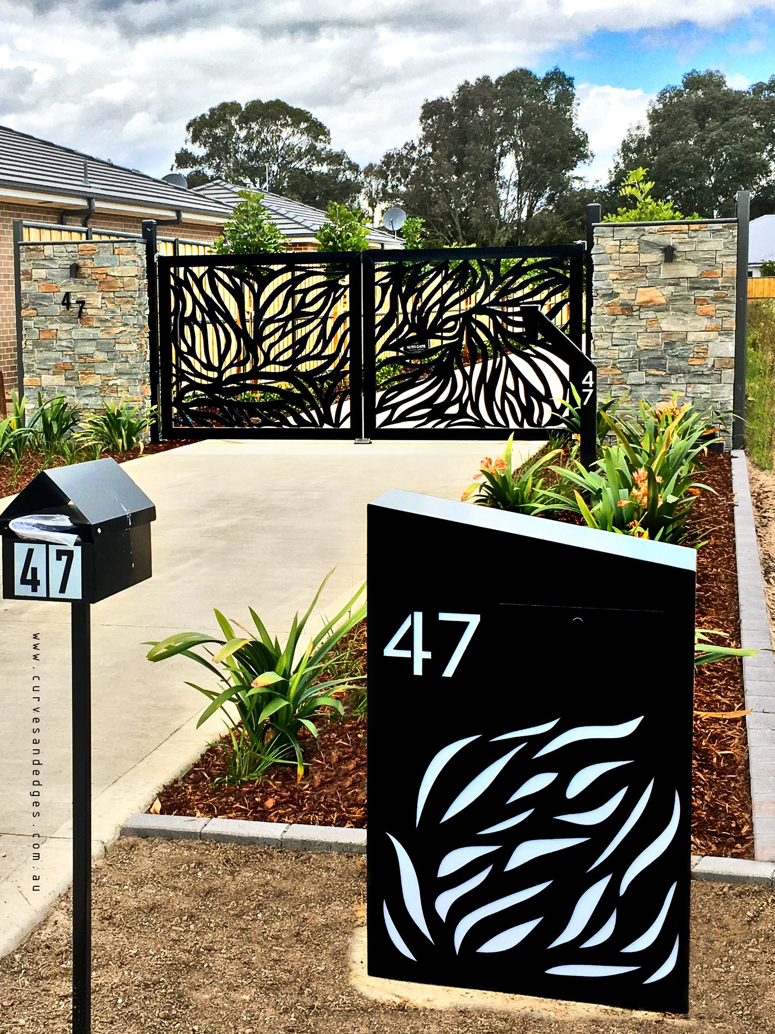 Abundance Mailbox and Gate - curves and