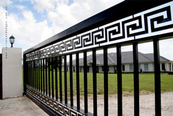 Grande Cantilever Gate