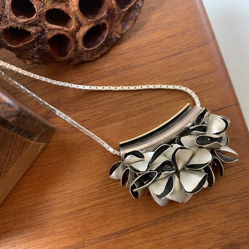 Medium pod necklace