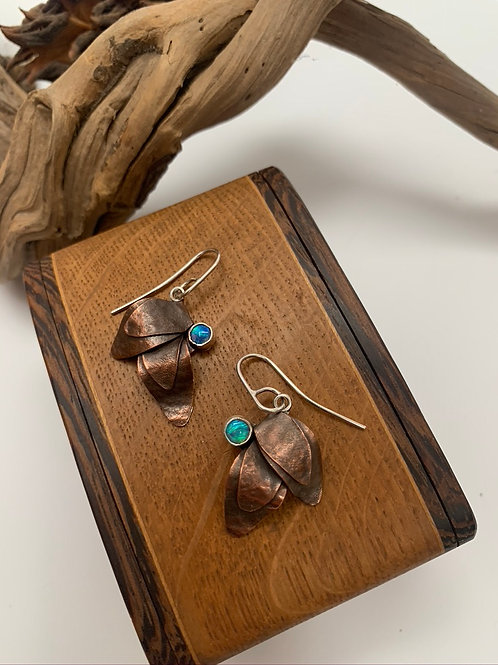 Two leaf copper earring with opal