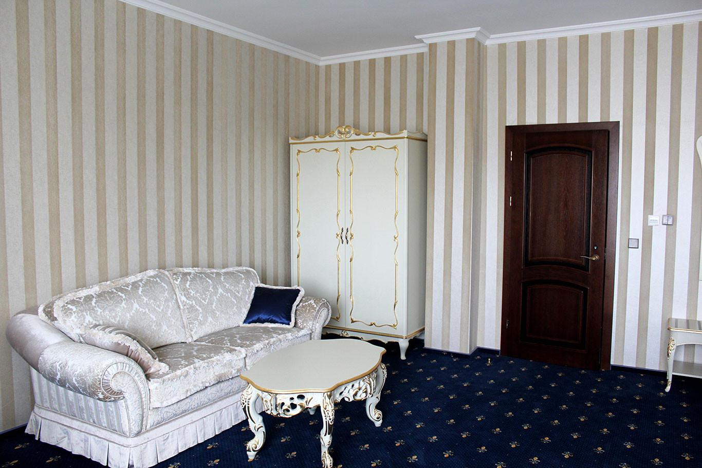 hotel-camelot-08.jpg