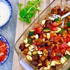Pitabroodjes met groentekebab en frisse yoghurtsaus