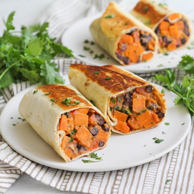 Burrito's met pompoen, geitenkaas en rode ui