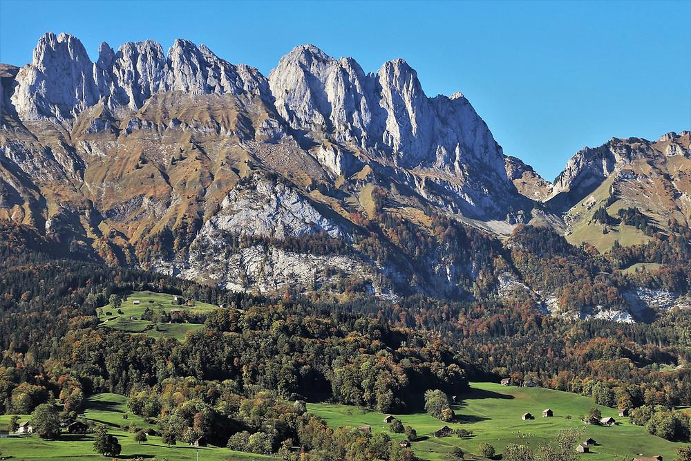 Bei der Felsbestattung kann die Asche auch in einem felsigen Gebiet verstreut werden.