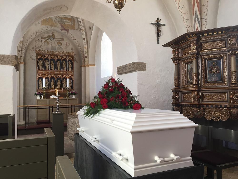 Die Erdbestattung im Sarg ist die traditionellste Form der Bestattung in Deutschland