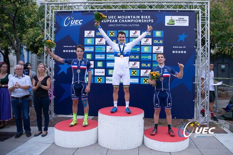 Simon Rogier sur le podium aux Championnats d'Europe.