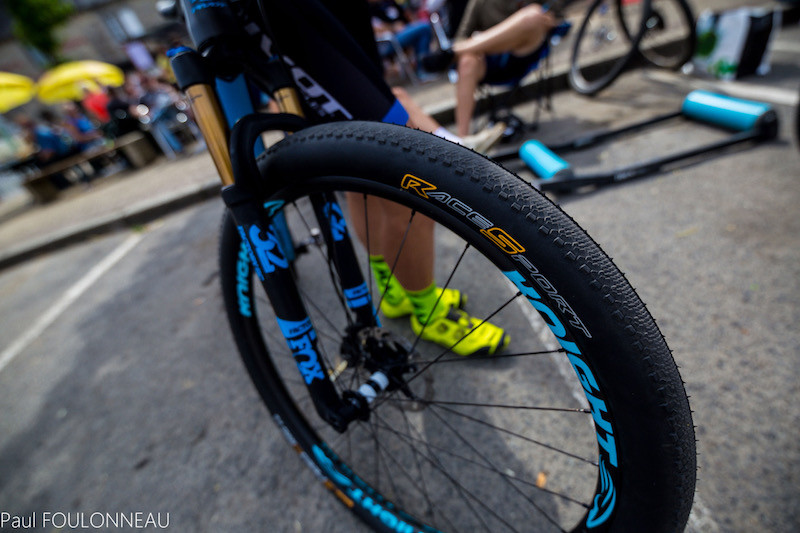 Lorenzo Serres roule en pneus Continental