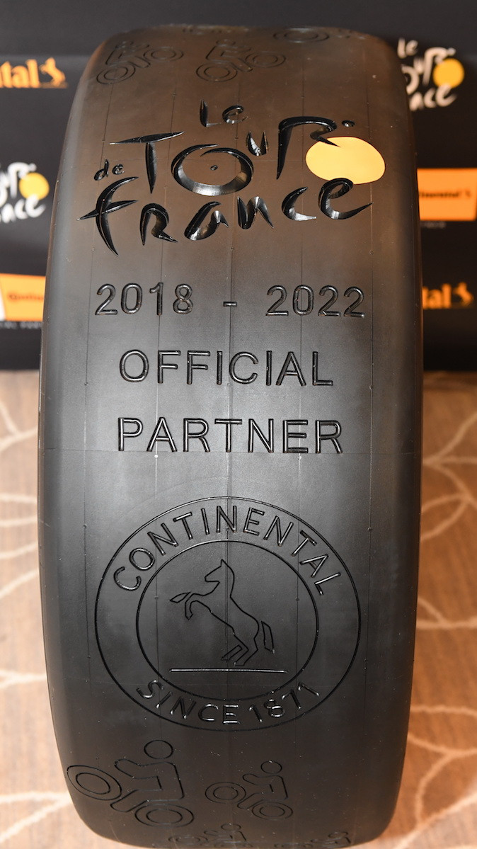 Un pneu spécial pour la cérémonie à Paris !