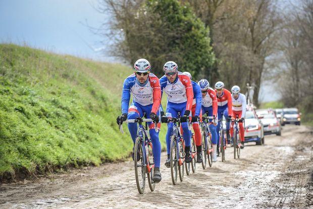Préparer son vélo pour les pavés de Paris-Roubaix.