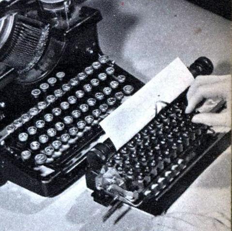 Zeuzem Midget Typewriter