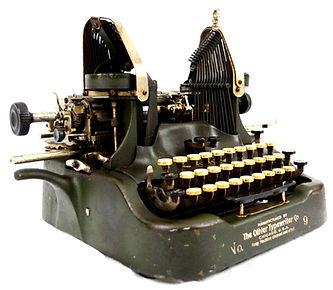 Oliver No.9 Typewriter