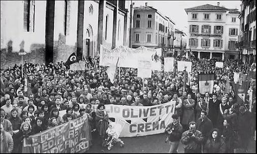 Olivetti Everest Crema Italy Protests