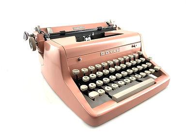 Pink Royal Quiet de Luxe Typewriter