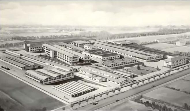 Everest Typewriter Factory Crema Italy