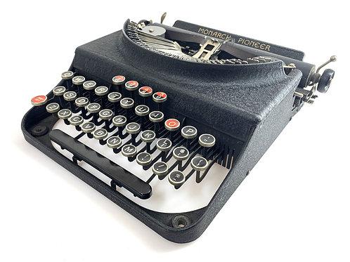 1938 MONARCH PIONEER TYPEWRITER w/ Case Working Antique