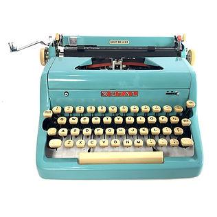Blue Royal Quiet de Luxe Typewriter