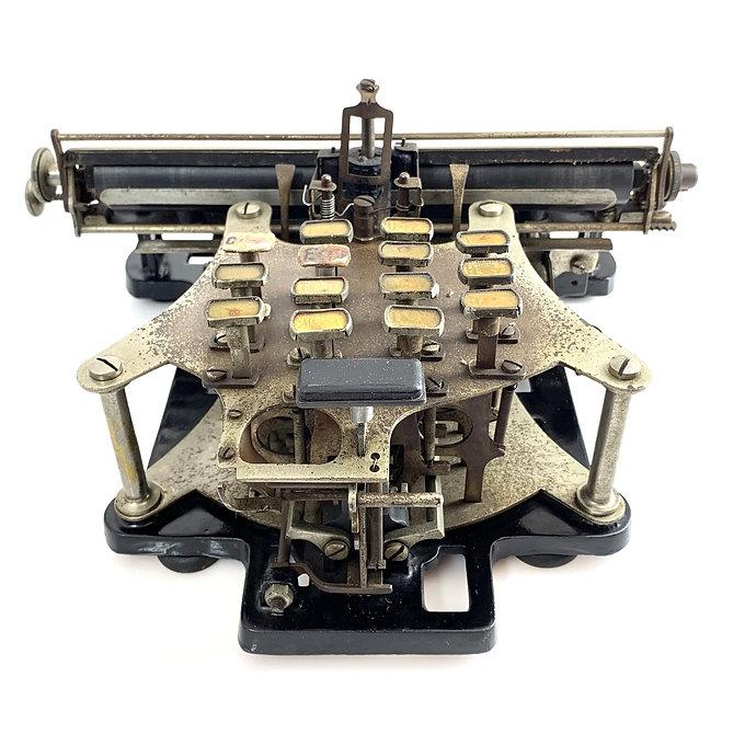 Gardner Typewriter s.n.1310 Victoria Nam