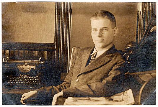 Annell Typewriter Photo