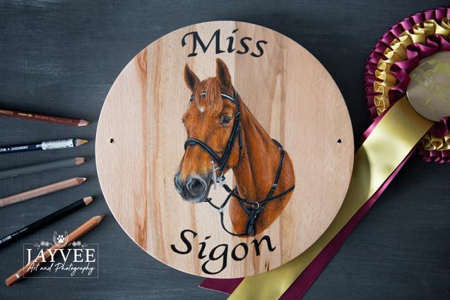 Miss Sigon, Hardwood 25cm
