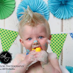 Finding the Right Cake Smash Photographer for you!