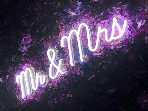 "NEÓNOVÝ NÁPIS ""MR & MRS"""