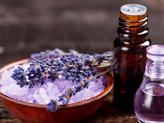 5 Essential Oils That Are Must Haves This Summer