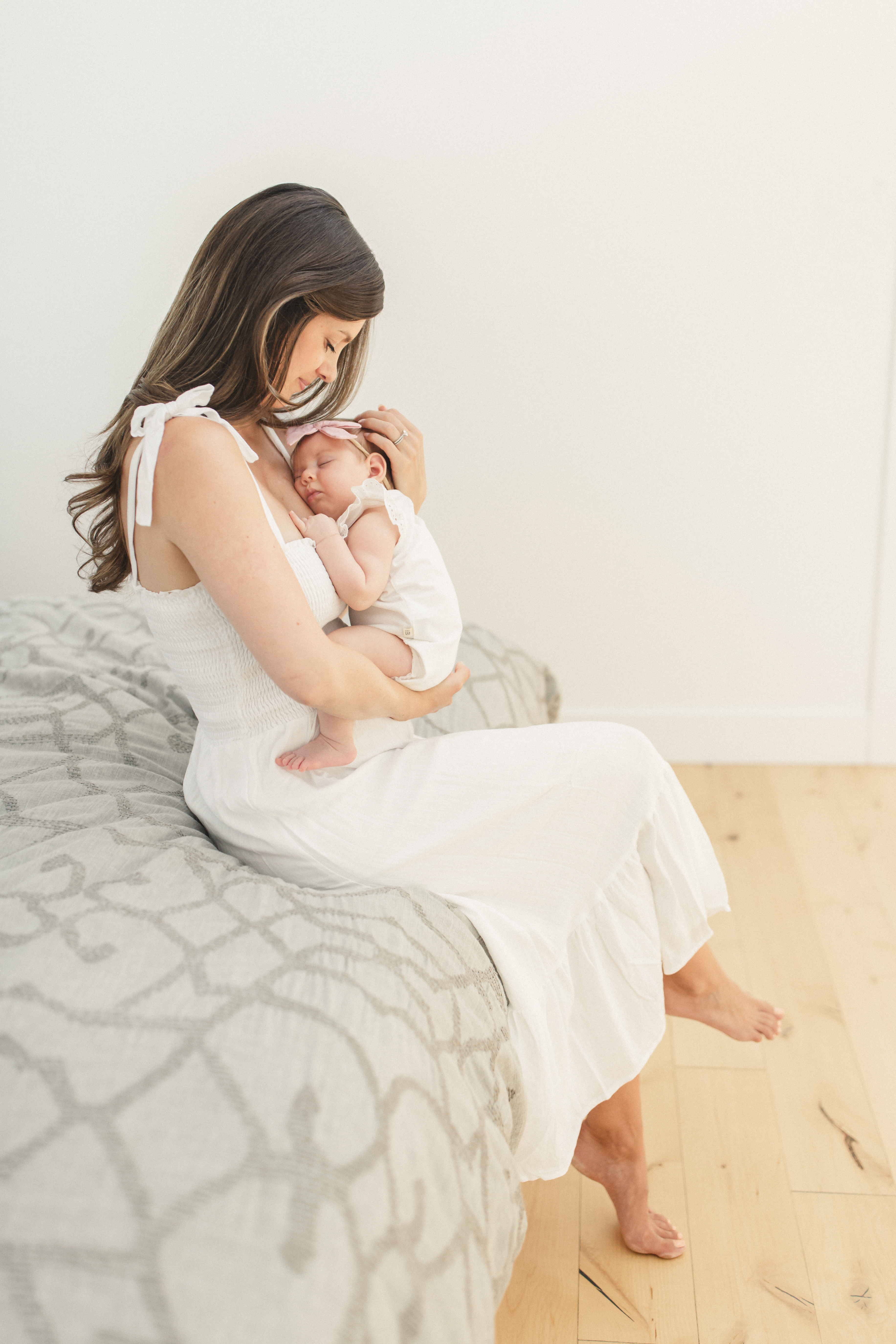 fine art lifestyle bright airy editorial classic fresh maternity session by San Francisco Bay Area n