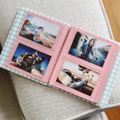 PL2X3AL64PK_Album_Photo_fenêtre_rose_ouvert.jpg