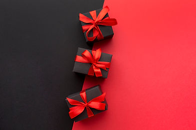 wrapped-gifts-assortment-with-copy-space