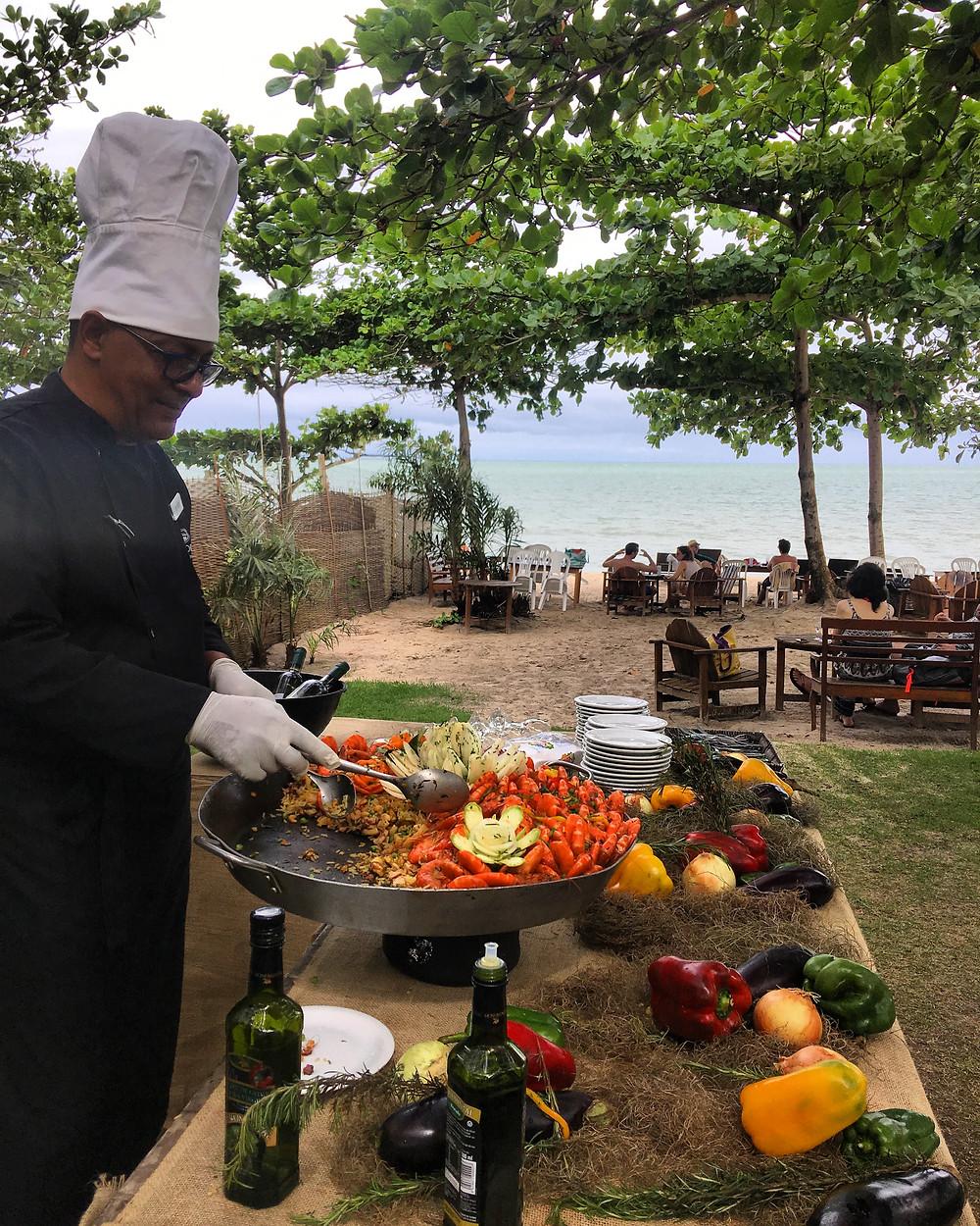 Paella sendo preparada no Clube de Praia do La Torre Resort all inclucive em Porto Seguro, Bahia
