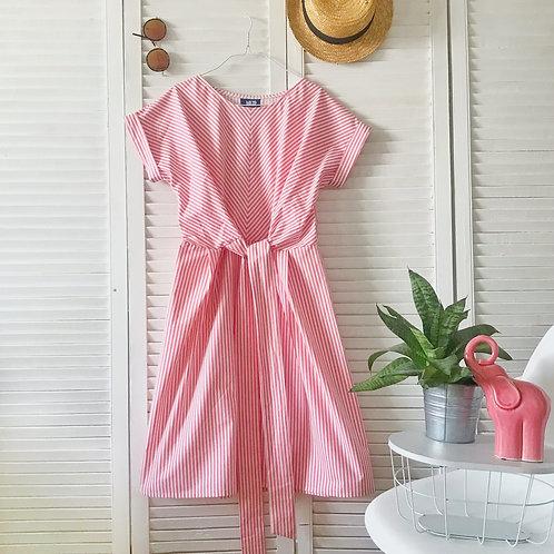 Платье с перекрёстными поясом.