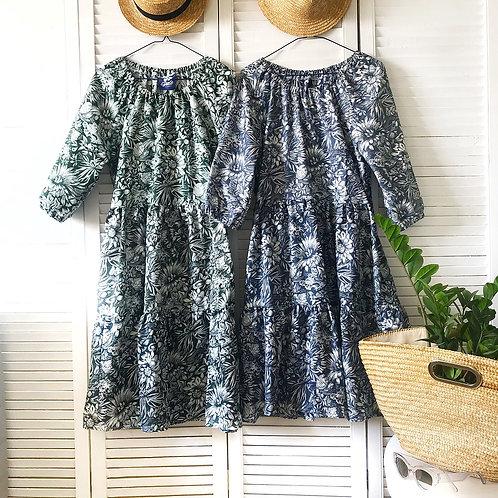 Платье с горловиной на резинке