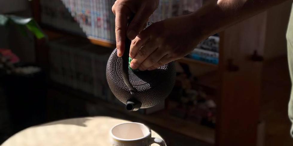 盛岡のブックカフェで鉄瓶でいれた白湯を楽しむ(通算12回目)