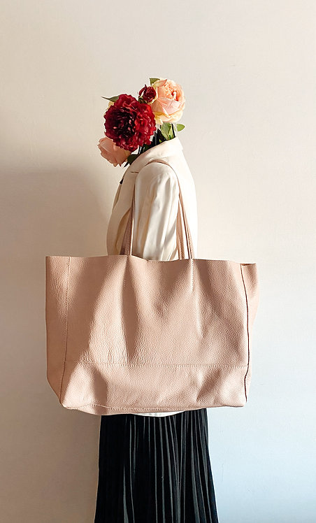 Wearing Shopper Nude Leather Bag