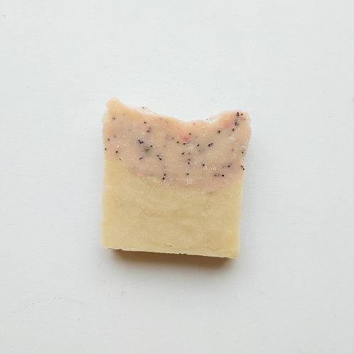 Zemeņu ziepes ar kazas pienu