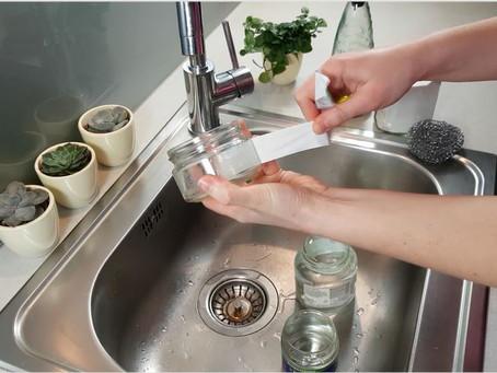 Kā noņemt etiķetes no stikla burkām - soli pa solim (un vienkārši!)