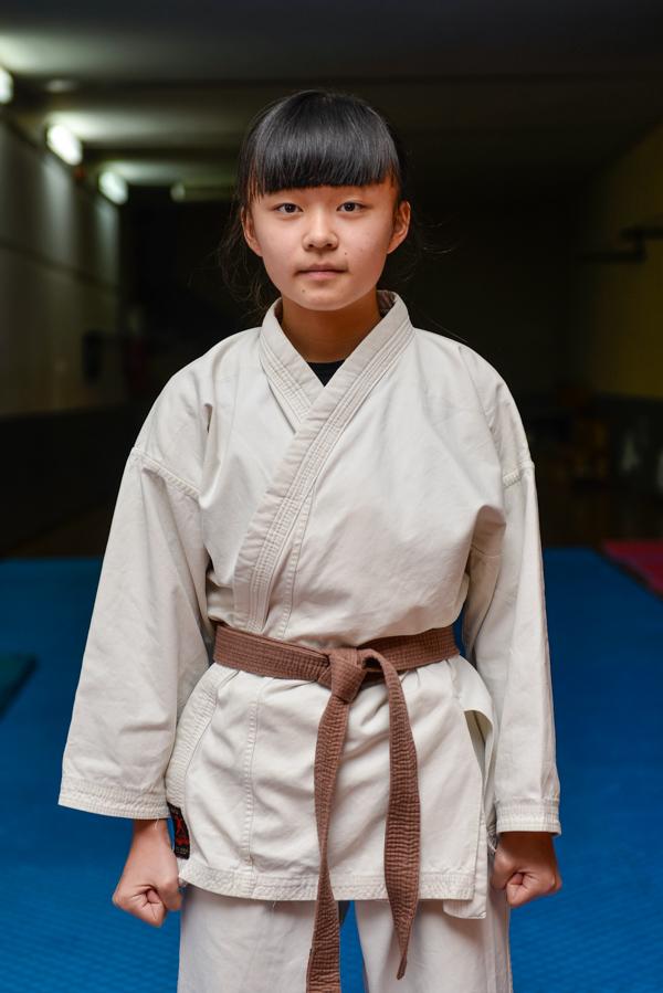 Ángela Xiangy Ma (marrón)