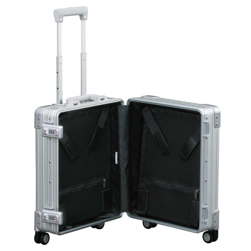アルミ製スーツケース
