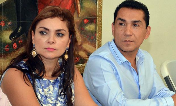 mayor and wife iguala.jpg